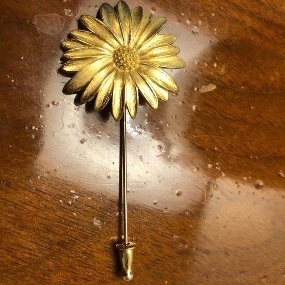 Monet Daisy Pin